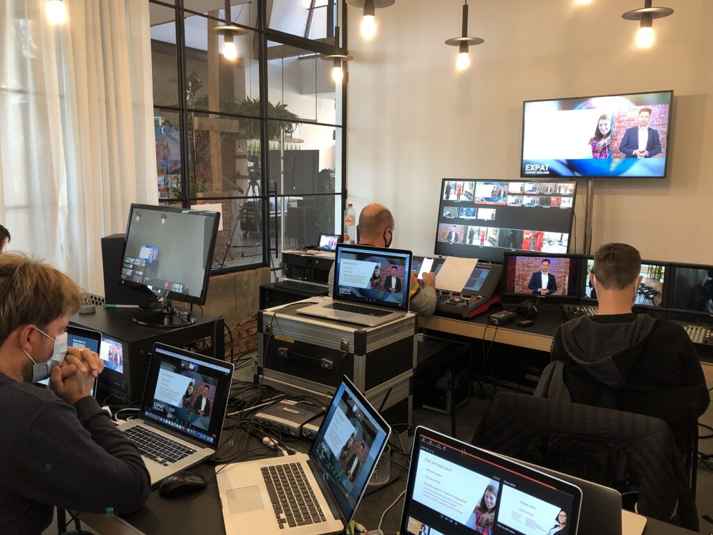 Streaming Virtual Events Online of Hybrid S